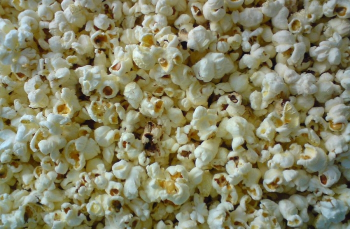 what makes popcorn pop What makes popcorn pop what makes popcorn pops i don't know i decided to research about this question, because i love popcorn and eat it all the time, but i.